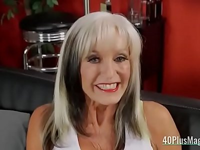 Mature slut loves anal