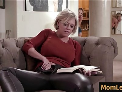 Mature Mom fucks young Daughter