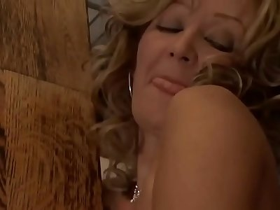 Mature woman fuck in the ass to orgasm